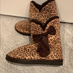 Shoes - Cheetah print boots